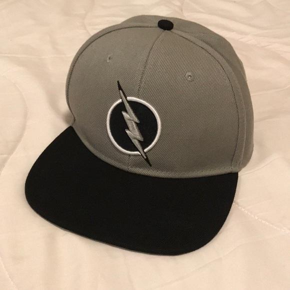 huge discount 4cc93 f20ab DC Comics Other - The Flash Snapback Hat. Grey silver black DC comic